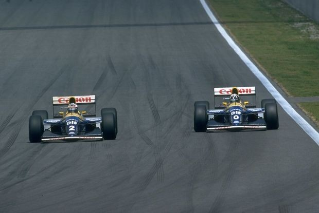 Alain Prost (esq) e seu companheiro de Williams da época, Damon Hill (dir) (Foto: Getty Images)