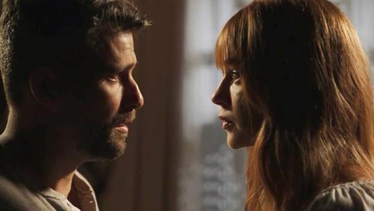 Gabriel decide deixar Serro Azul e Luz fica arrasada
