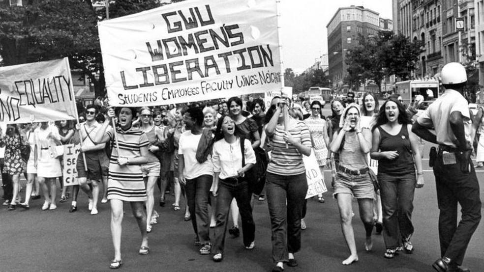 Milhares de mulheres nos Estados Unidos se organizaram para discutir questões que as afetavam não apenas do ponto de vista político e social, mas também sexualmente — Foto: Don Carl Steffen/ Gamma-Rapho via Getty Images
