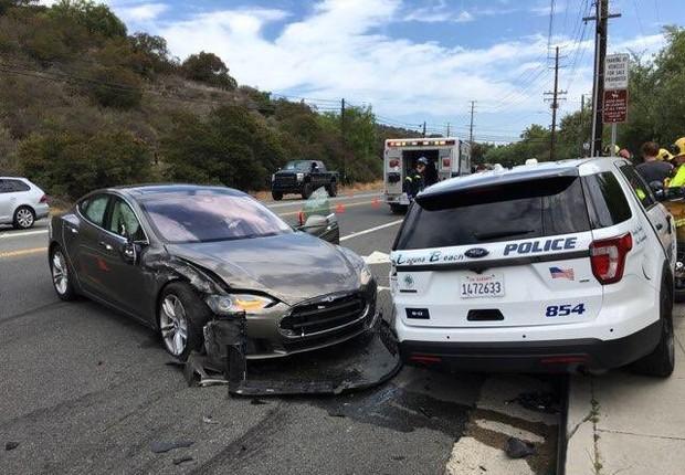 Tesla (Foto: Departamento de Polícia de Laguna Beach / Reprodução do Twitter)