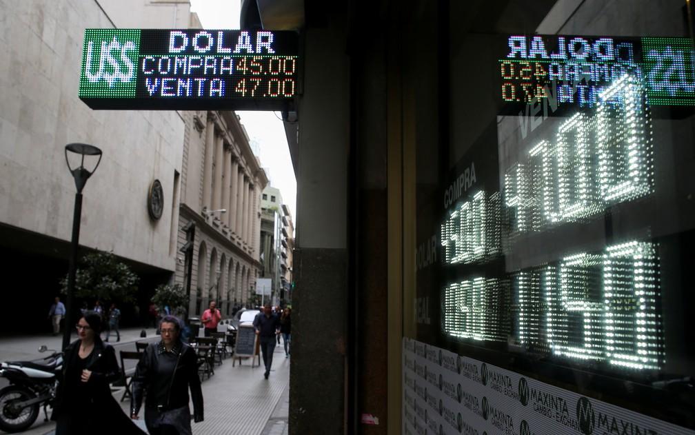 A desvalorização da moeda e a inflação empobreceram muitos argentinos — Foto: Agustin Marcarian/Reuters