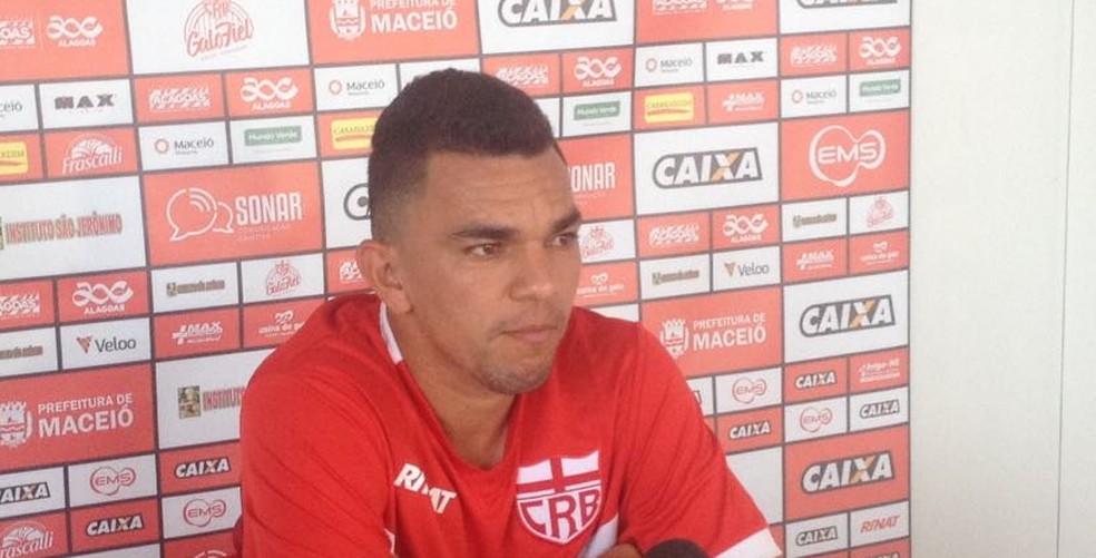 Edson Ratinho valoriza a importância do apoio do torcedor para o CRB (Foto: Rafael Brito/GloboEsporte.com)