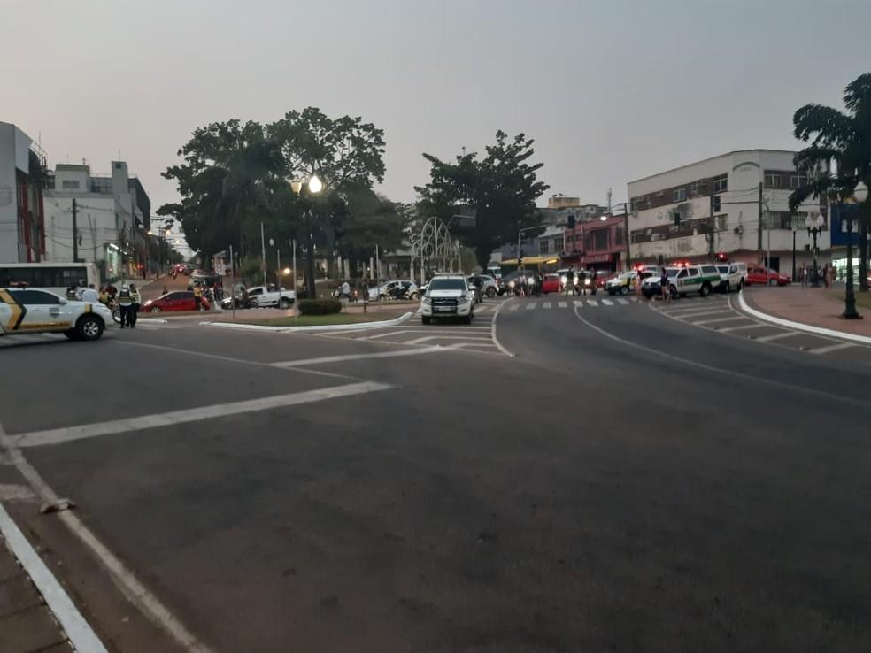 Rua ficou interditada durante ato nesta quarta-feira (7) — Foto: Kelton Pinho/Rede Amazônica Acre
