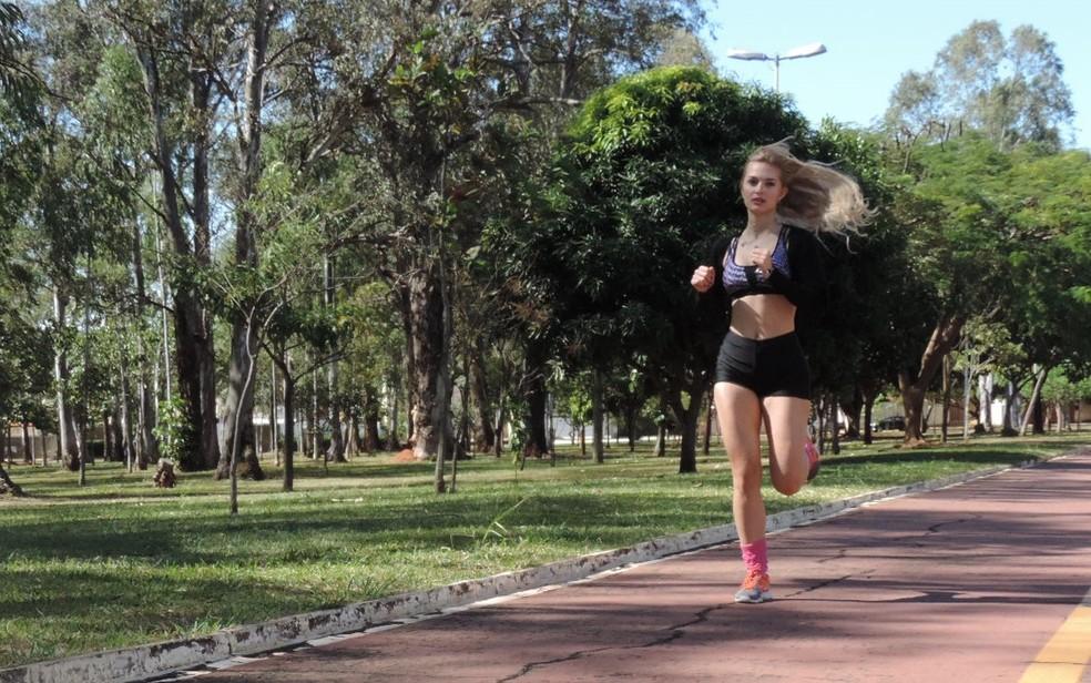 Correr está entre os novos hábitos praticados por Marcelle (Foto: Renata Fernandes/G1 )