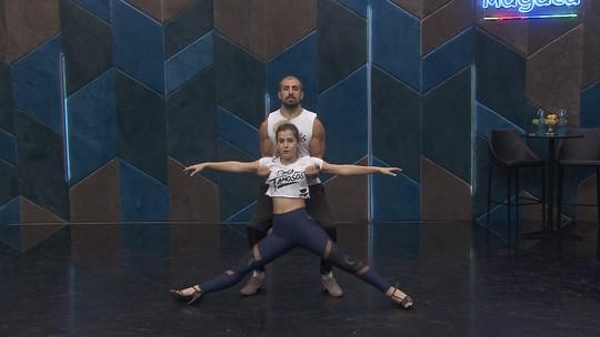 Elenco do Grupo 1 tenta reconhecer partes do corpo dos demais integrantes do 'Dança dos Famosos' em brincadeira
