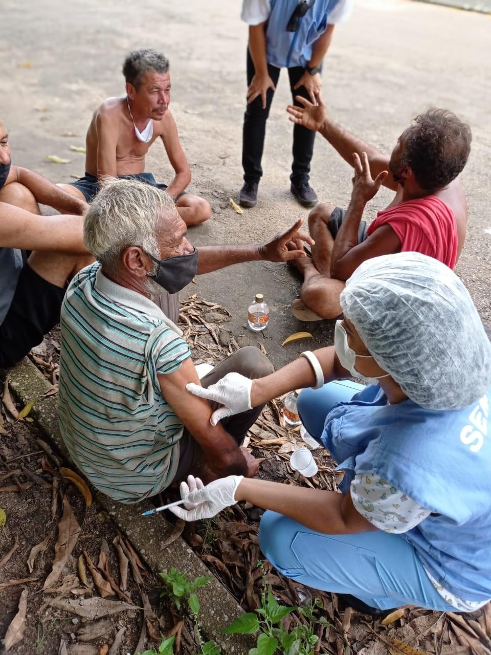 Pessoas em situação de rua são imunizadas contra a Covid-19 em Porto Velho