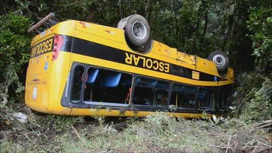 Acidente com ônibus de romeiros deixa feridos na BR-459, na divisa de MG com SP