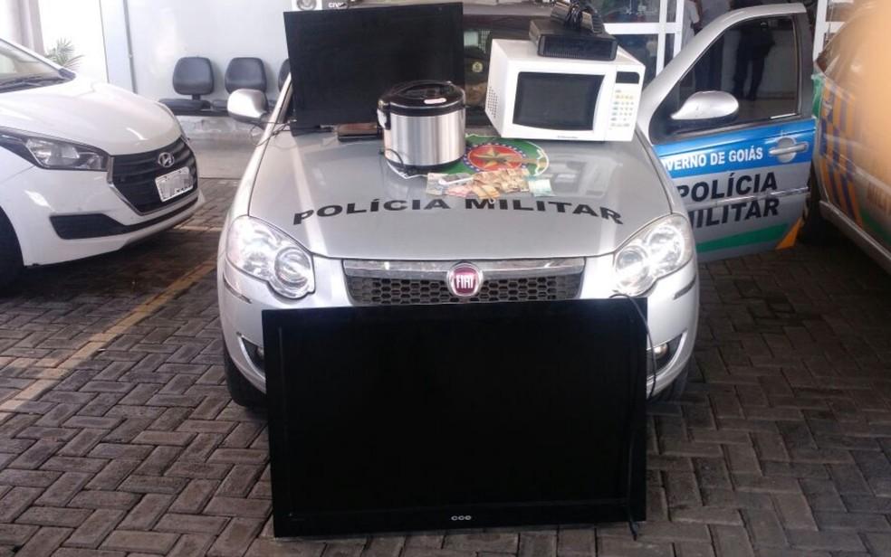 Material roubado foi recuperado pela polícia, em Goiânia, Goiás (Foto: Polícia Militar/Divulgação)