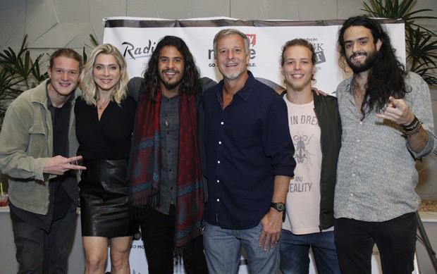 Letícia Spiller e Marcello Novaes com a Banda Fuze (Foto: Wallace Barbosa/AgNews)