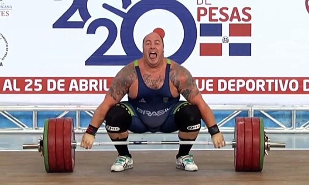 Fernando Reis em ação no Campeonato Pan-Americano de levantamento de peso — Foto: Reprodução / Canal Olímpico do Brasil