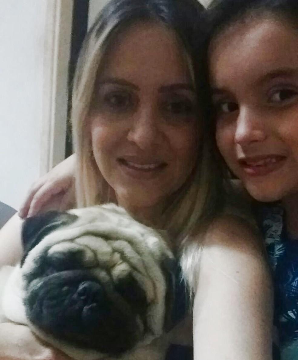 Silmara, a filha Gabriela e o cachorro Gordo (Foto: Arquivo Pessoal/Silmara Ribeiro do Amaral)