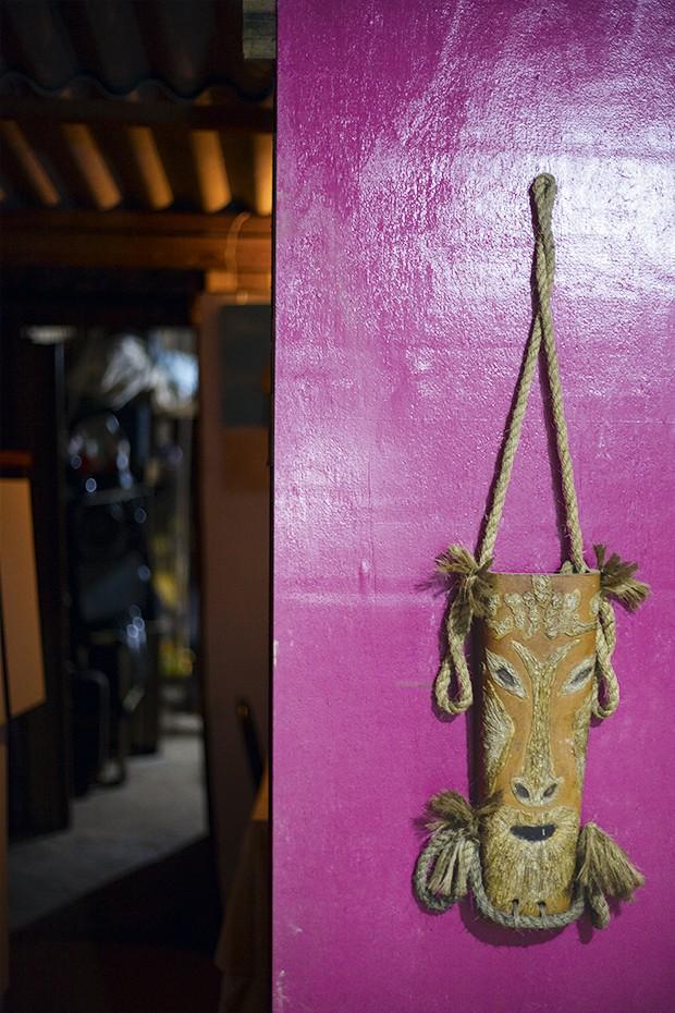 A parede rosa-choque da casa de Samara (Foto: João Bertholini)