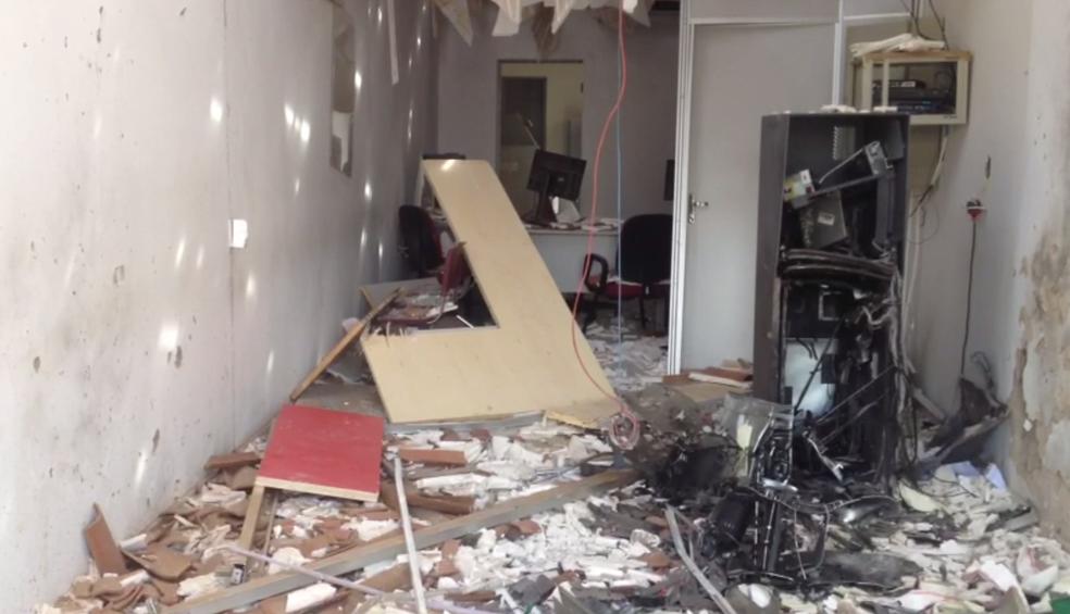 Estabelecimento ficou destruído após ação criminosa, em Verdejante (Foto: Reprodução/TV Asa Branca)