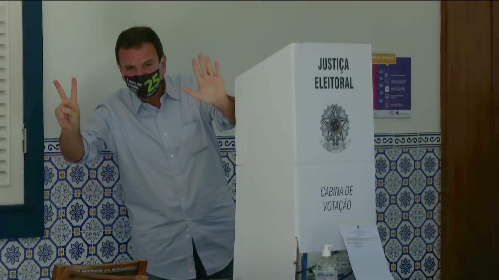 Paes vota no Gávea Golf Club, em São Conrado
