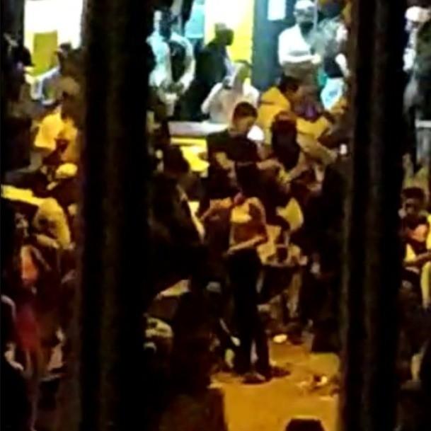 Centenas se reúnem em 'pancadão' sem máscara e causam revolta em SP; VÍDEO