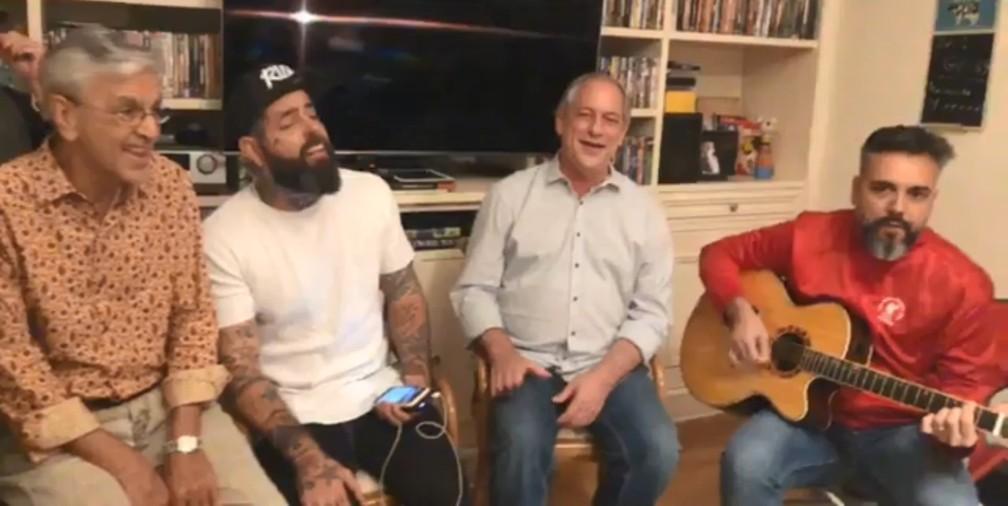 Caetano Veloso, Tico Santa Cruz e Ciro Gomes cantam Lulu Santos durante 'live' no Facebook — Foto: Reprodução