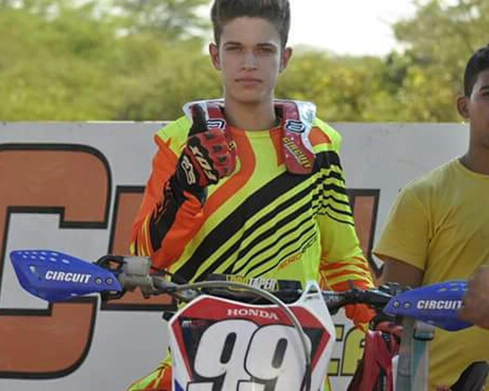 João Vitor era apaixonado por motocross — Foto: Arquivo da família