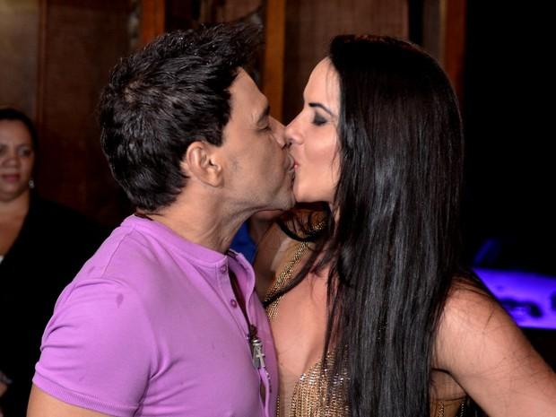 Zezé Di Camargo com a namorada, Graciele Lacerda, em evento no Rio (Foto: Roberto Teixeira/ EGO)