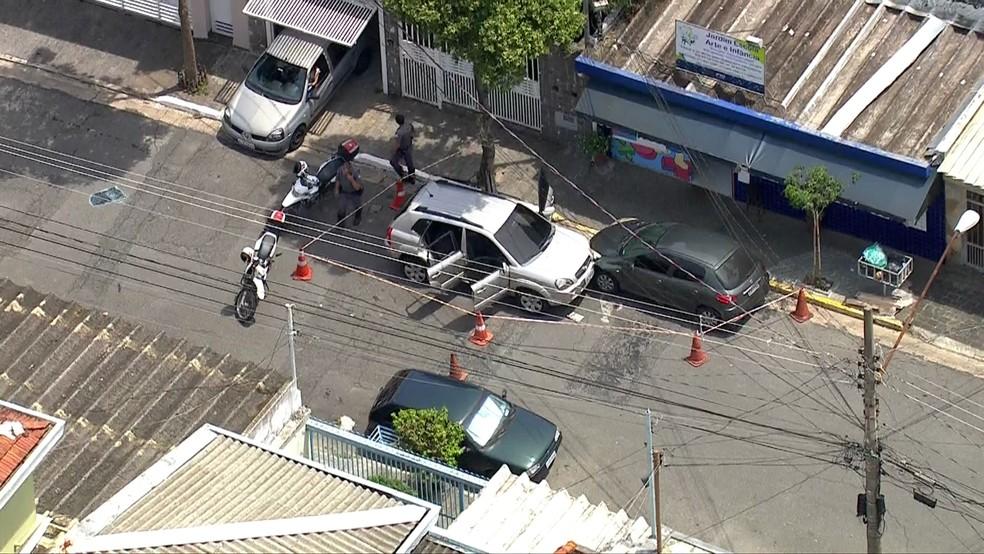 Grupo tenta fugir após assalto em shopping — Foto: Reprodução/TV  Globo