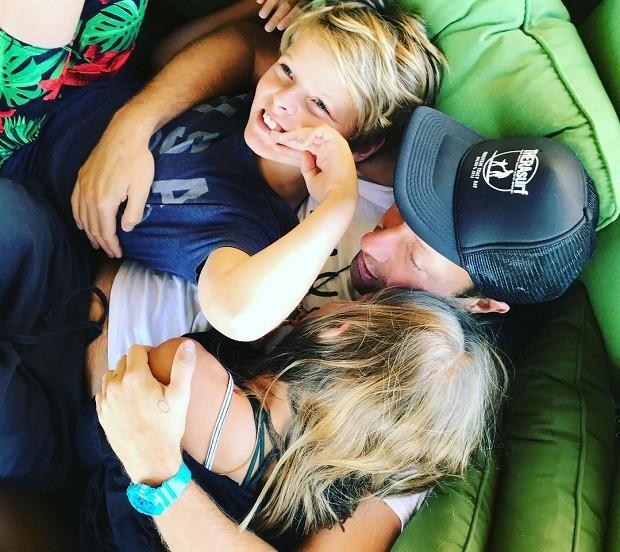 No Dia dos Pais, Gwyneth compartilhou a foto de Chris Martin com os filhos (Foto: Reprodução/Instagram)