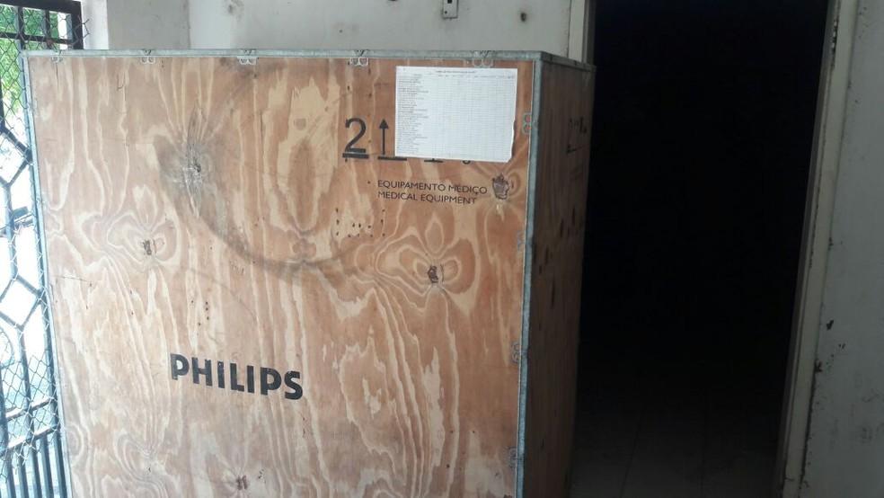 -  Mamógrafo foi encontrado durante   39;Operação Outubro Rosa  39; em um depósito da Secretaria de Saúde de Aracaú  Foto: MPC-CE/Divilgação