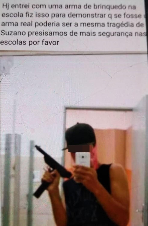Adolescente é detido após fazer postagem e ir a escola com arma de brinquedo em Cambuí — Foto: Reprodução Facebook