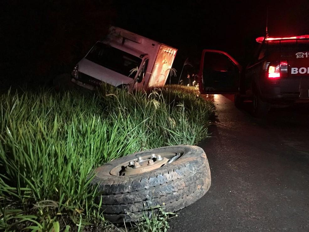 Motorista invadiu a pista contrária e bateu de frente com um caminhão  — Foto: Diego Santos/Jornal Noticiantes