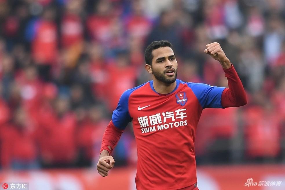 Alan Kardec comemora gol do Chongqing Dangdai Lifan  — Foto: Reprodução Sina.com