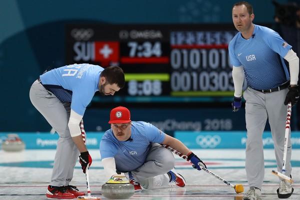 A seleção de curling dos EUA em ação nas Olimpíadas de Inverno (Foto: Getty Images)