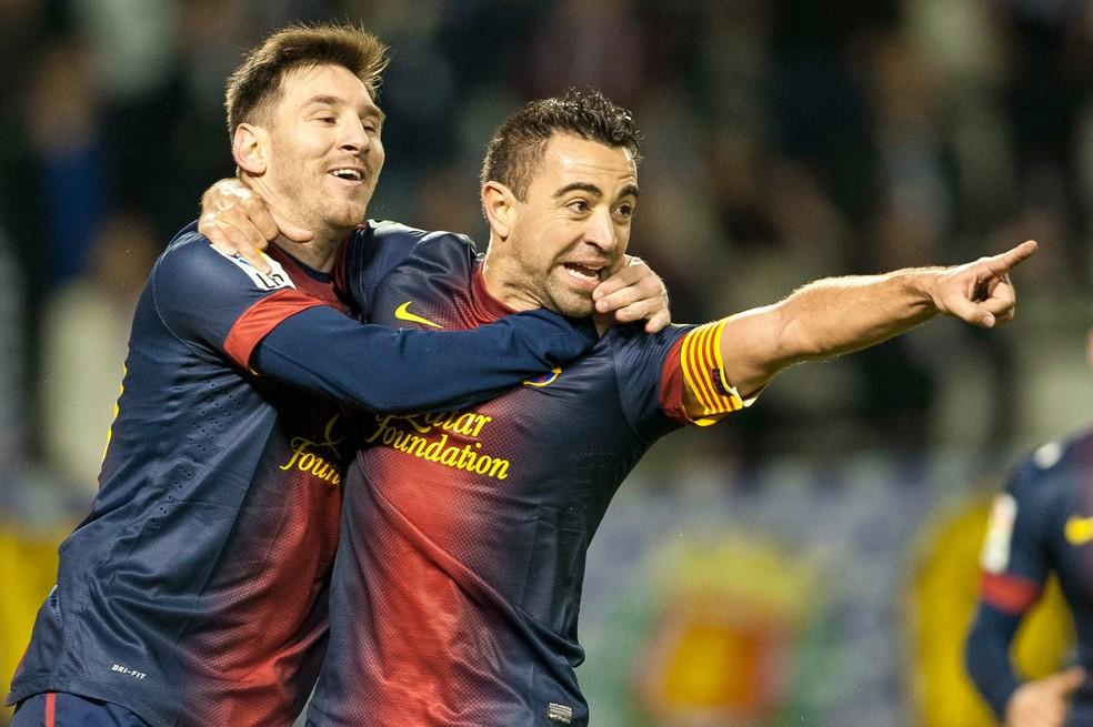 Messi e Xavi juntos no Barcelona: argentino deve superar espanhol em jogos nesta temporada — Foto: Getty Images