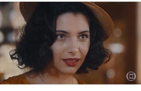 Rayssa Brattilieri elege cena de transformação de Soraia, que passou a ter estilo ousado após dicas da madrasta: 'Foi um momento de insegurança e vulnerabilidade da personagem' Reprodução/Instagram