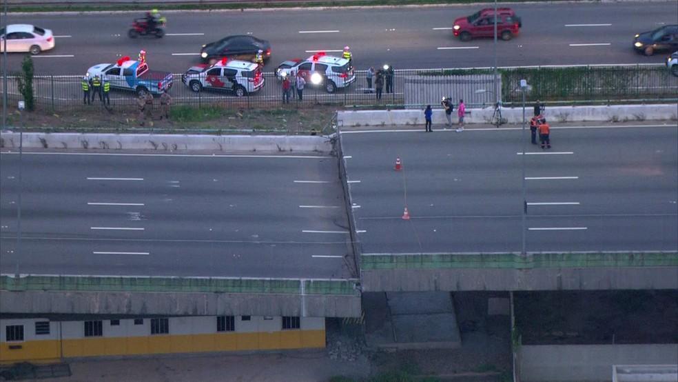 Viaduto da Marginal Pinheiros cede  — Foto: Reprodução/TV Globo