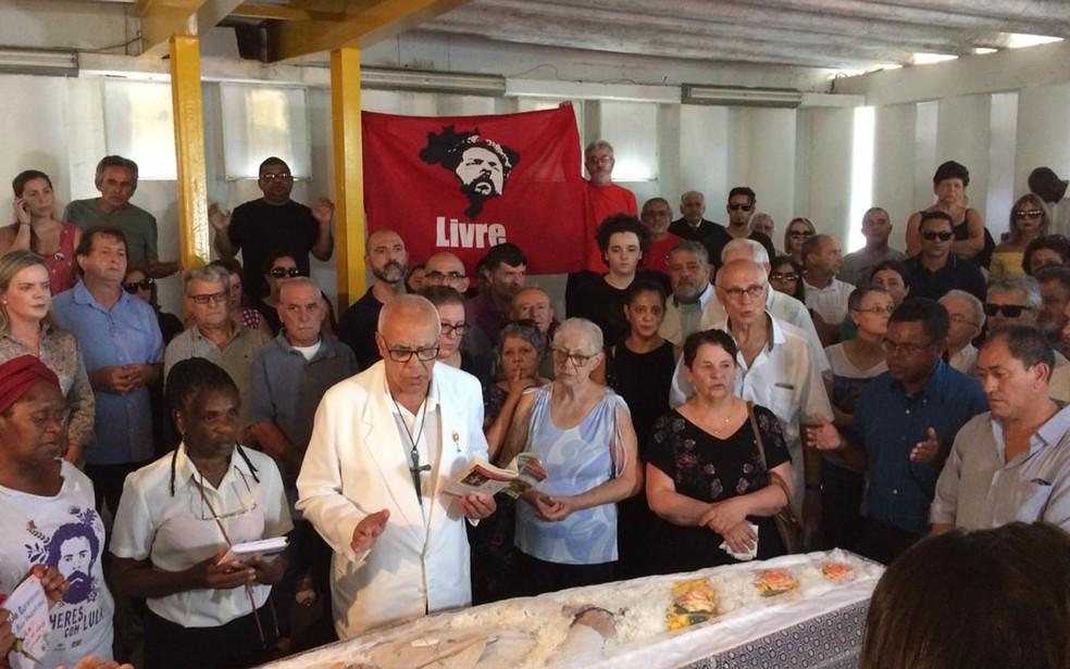 Corpo de Vavá é velado em São Bernardo do Campo — Foto: Glauco Araújo/G1