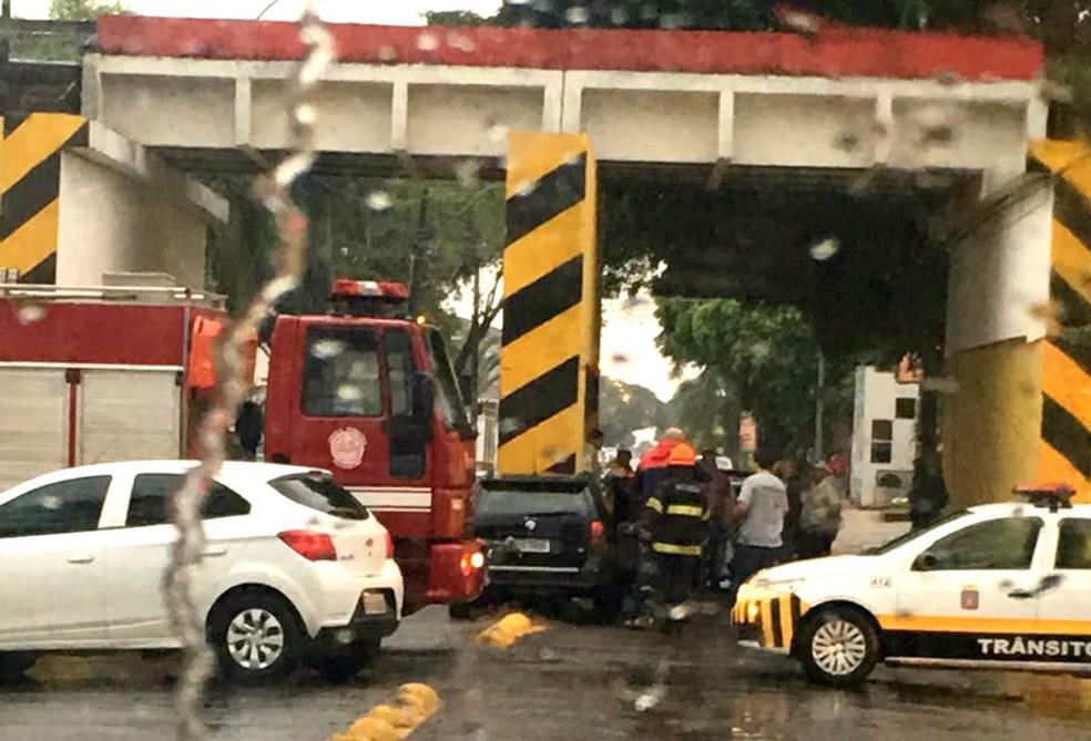 Segundo os bombeiros, a chuva pode ter sido uma das causas do acidente (Foto: João Trentini)