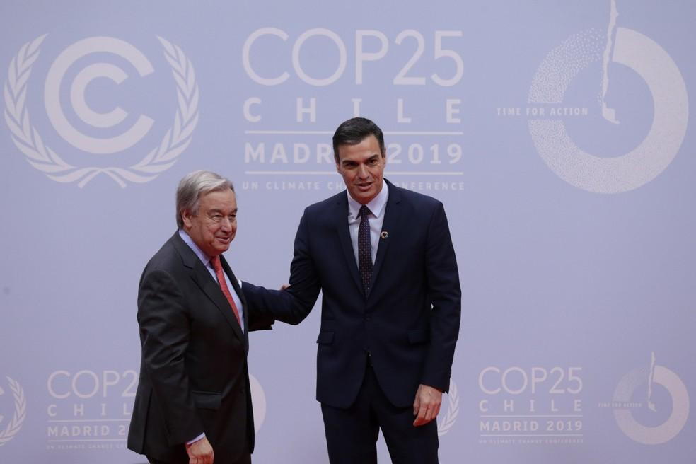 O secretário-geral da ONU, António Guterres, e o primeiro-ministro da Espanha, Pedro Sánchez — Foto: Andrea Comas/AP