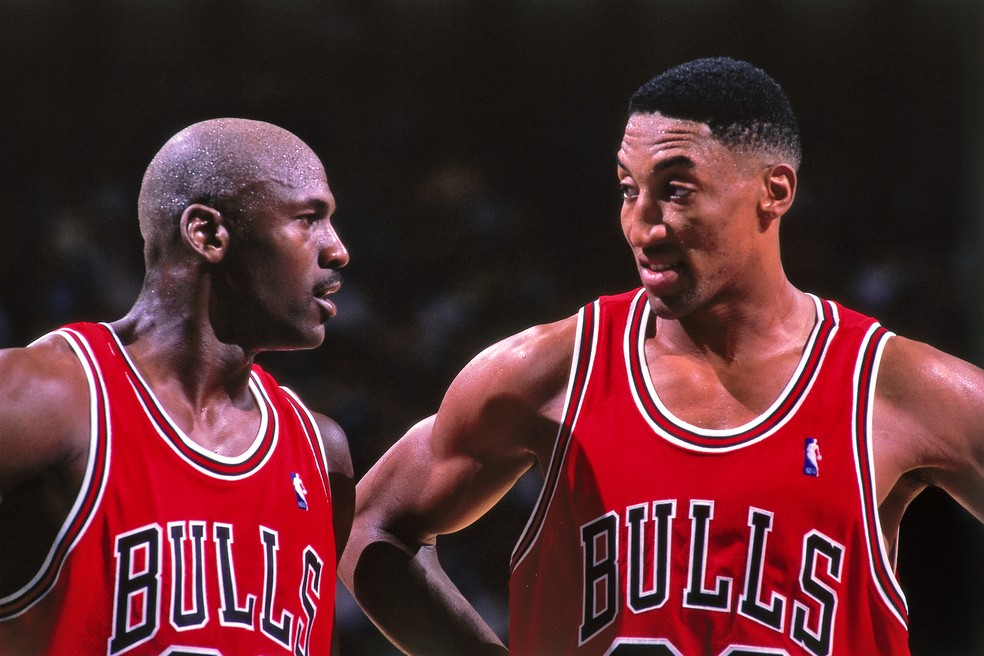 Michael Jordan e Scottie Pippen formaram uma dupla histórica no Bulls — Foto: Kent Smith/NBAE via Getty Images
