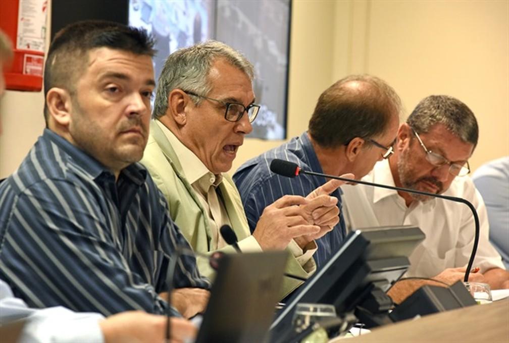 José Rubens Françoso, presidente do Semae de Piracicaba, durante audiência pública — Foto: Valéria Rodrigues/Câmara de Piracicaba