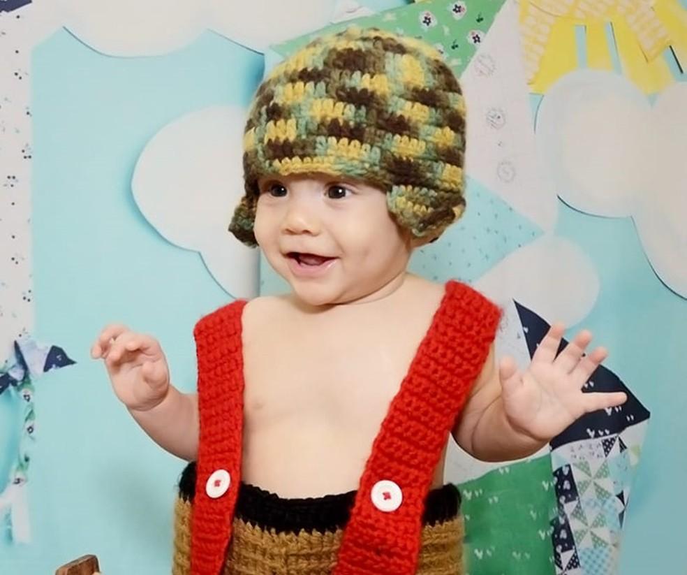 Bebê usou fantasia feita de crochê para posar para as fotos — Foto: Luana Andrioli e Carla Nogueira