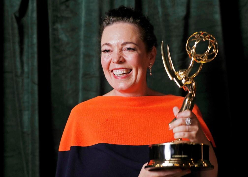 Olivia Colman ganha o prêmio de melhor atriz em série de drama no Emmy 2021 — Foto: Peter Nicholls/Reuters
