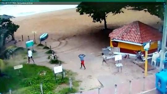 Vídeo mostra meninos chegando na praia antes de desaparecerem no mar de Vila Velha, ES