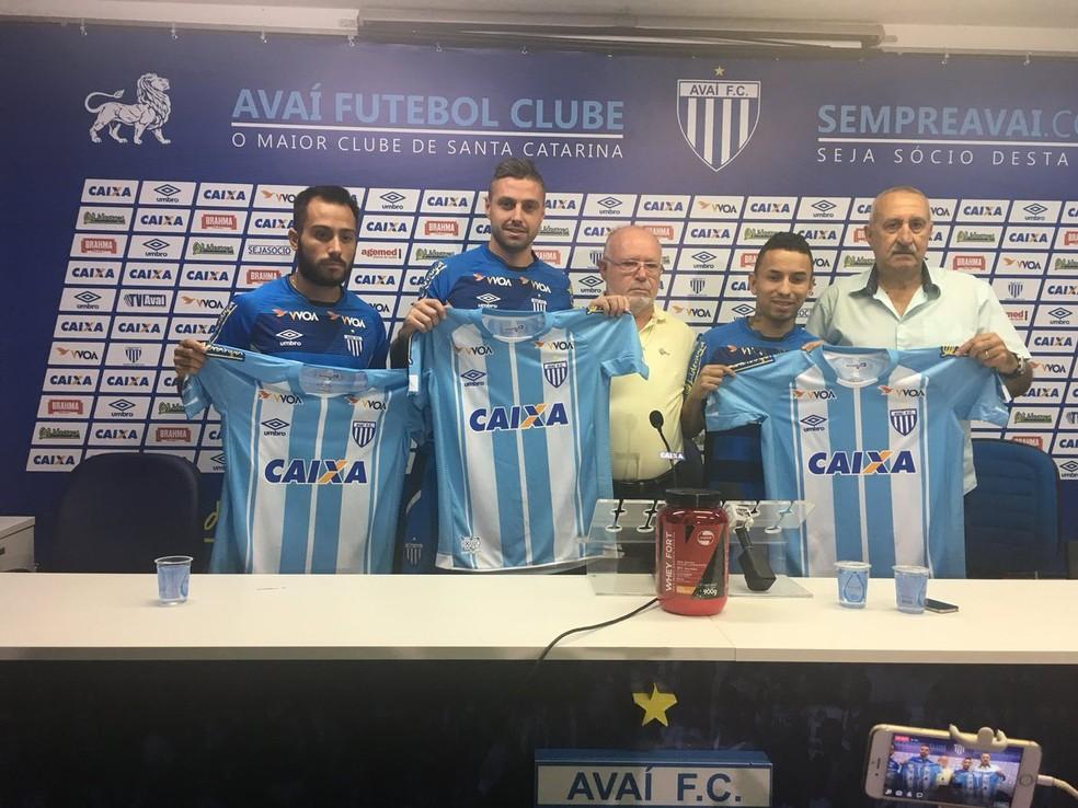 9600a3bbfa366 Papo no vestiário e trio apresentado  Avaí inicia temporada 2018 ...