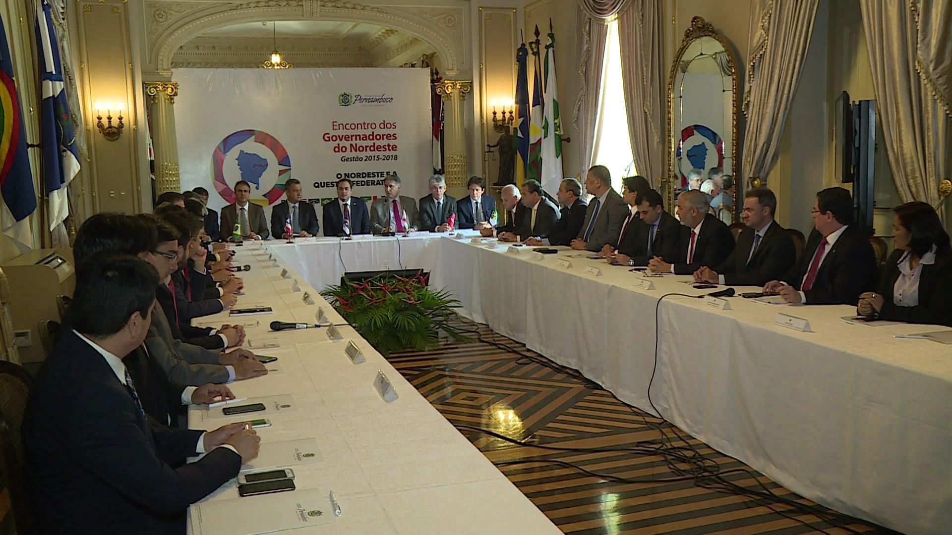 Governadores do Nordeste e de Minas Gerais divulgam carta contra privatização da Eletrobras