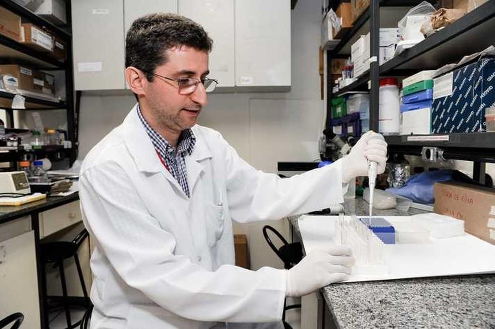 Rodolfo Giunchetti coordena estudo de vacina contra Aedes aegypti. (Foto: Júlia Duarte/UFMG/Divulgação)