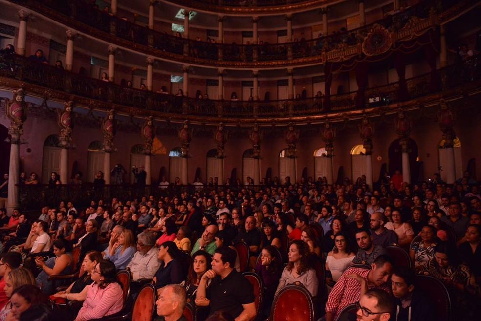 Cerca de 500 pessoas assistiram ao espetáculo (Foto: Michael Dantas/SEC)