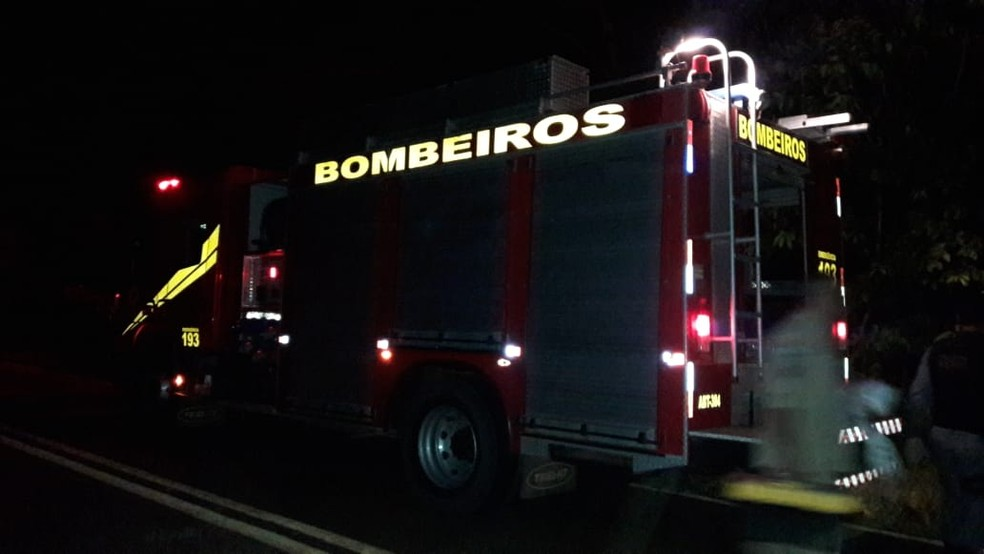 Homem foi socorrido por bombeiros em Lambari D'Oeste — Foto: Polícia Militar de Mato Grosso/Divulgação