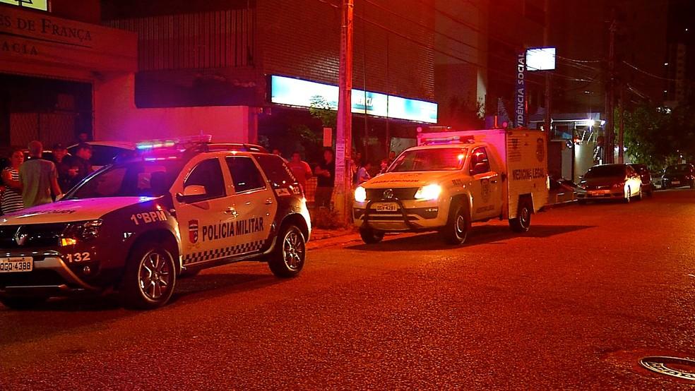 Homem foi morto a tiros no bairro Tirol, em Natal — Foto: Reprodução/Inter TV Cabugi