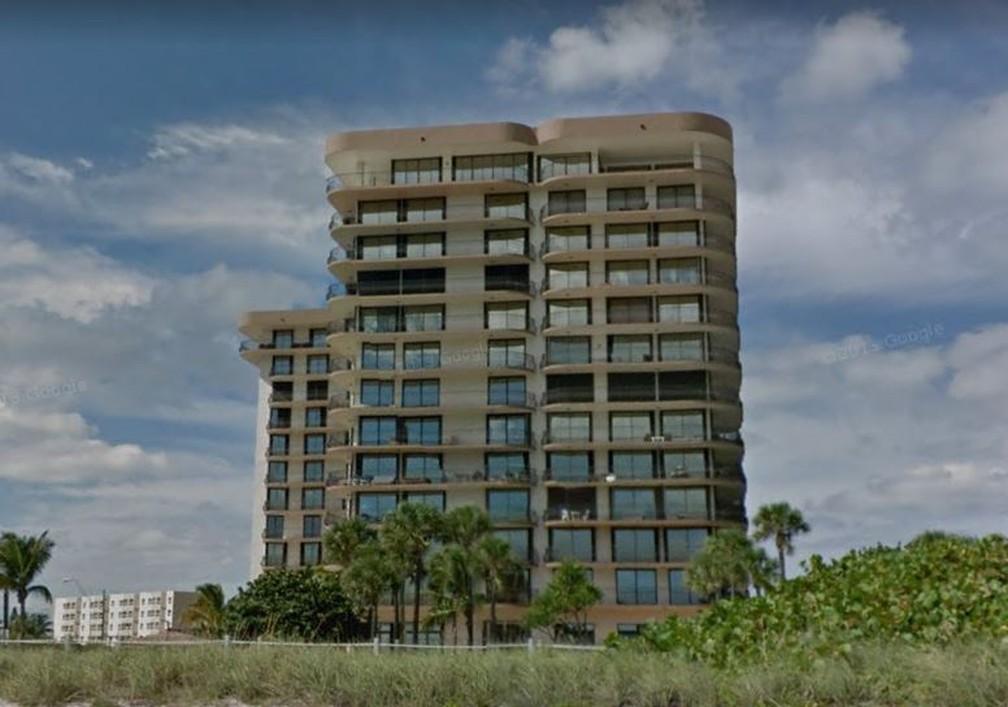 Fachada do edifício que desabou em Miami Beach, nos EUA, em foto do Google Street View antes do acidente — Foto: Google Street View