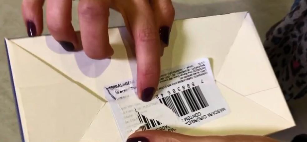 Vereadora apontou que etiquetas estavam sobrepostas nos produtos comprados pela administração municipal de Itajaí (SC) — Foto: NSC TV/Reprodução