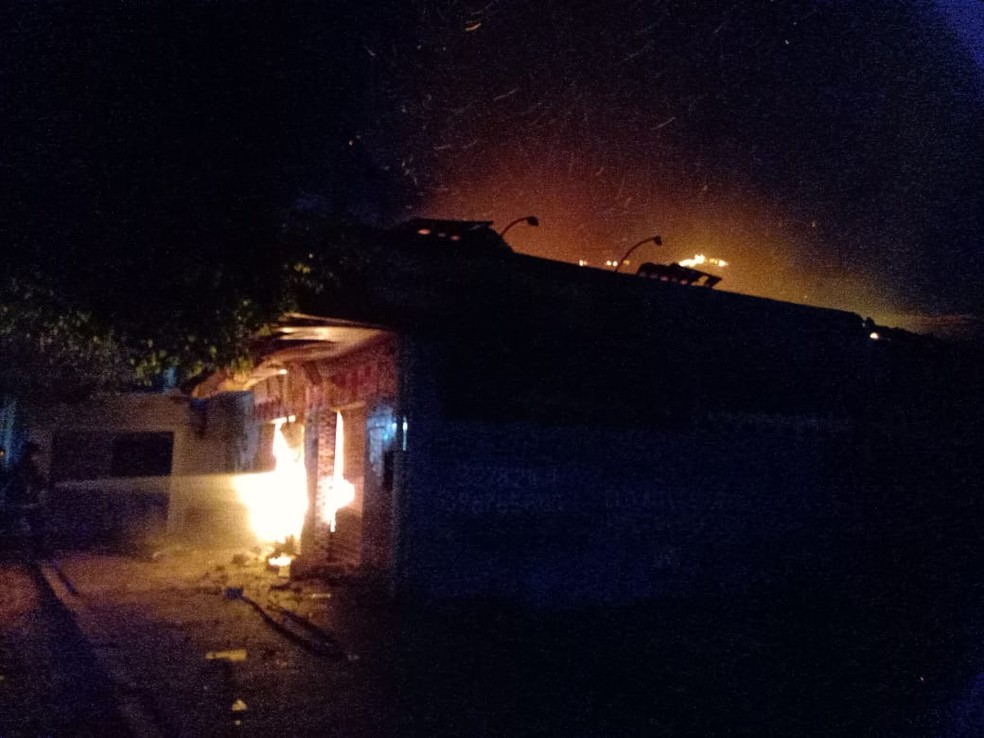 Incêndio em mercadinho na Grande Natal — Foto: CBMRN/Divulgação