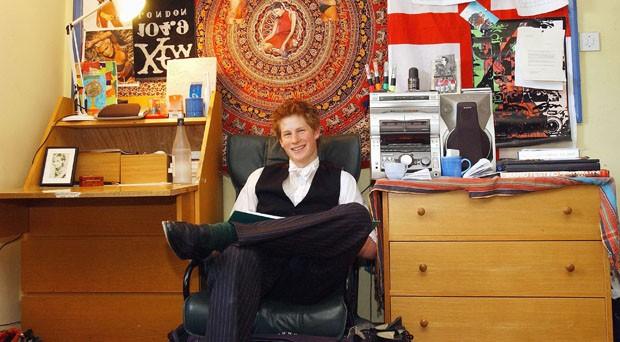 Príncipe Harry tinha foto de Halle Berry na parede de seu quarto no colégio interno  (Foto: Getty Images)